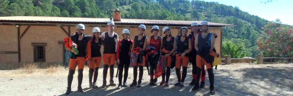 El club de montañismo OJE realiza descenso de barrancos en Arenas de San Pedro