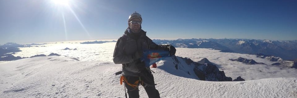 Alberto Oliva Gallardodel club de montañismo OJE asciende a la cumbre del Mont Blanc