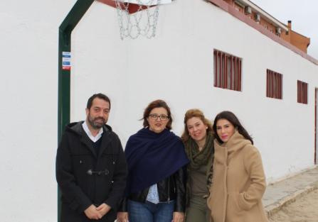 """El Colegio Público """"Villa de Torrijos"""" estrena 4 nuevas canastas de minibasket"""