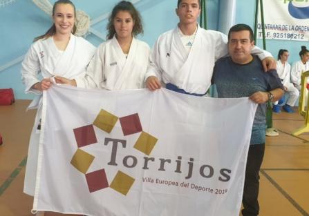 3 MEDALLAS DE ORO Y UNA DE PLATA PARA LOS KARATECAS DE TORRIJOS EN EL CAMPEONATO REGIONAL