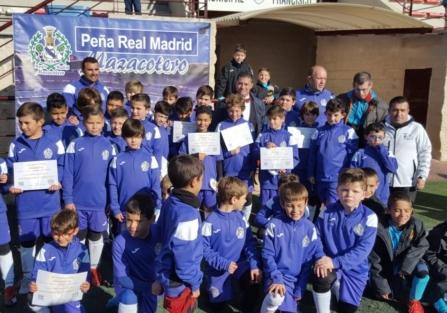 """La peña """"Real Madrid Mazacotero"""" clausura su Campus de Fútbol de Navidad"""