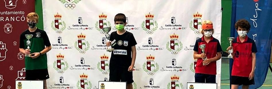 DIEGO GONZÁLEZ Y RODRIGO SEBASTIÁNSUBEN AL PÓDIUM EN EL CAMPEONATO REGIONAL ESCOLAR DE TENIS DE MESA EN CATEGORÍA ALEVÍN