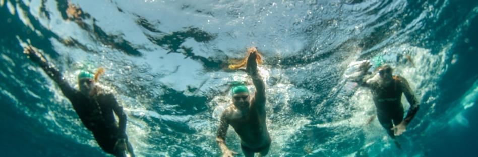 Vuelta a nado a la Isla de la Graciosa: 9 horas y media nadando para luchar contra el Cáncer Infantil