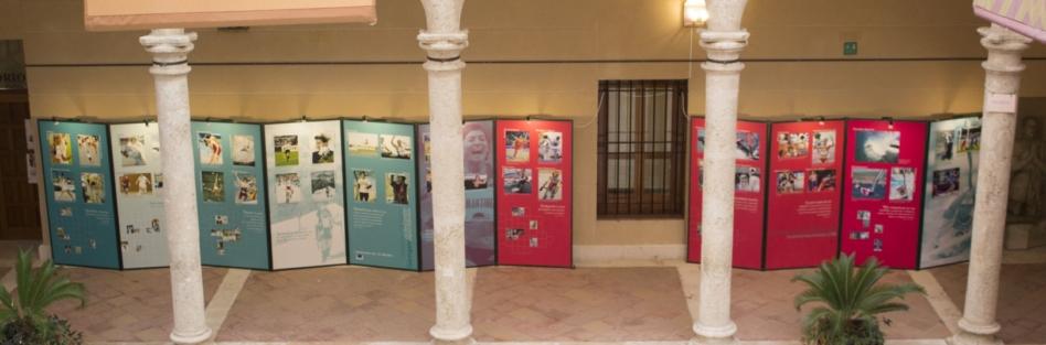 """HASTA EL VIERNES PUEDE VISITARSE EN EL CLAUSTRO DEL PALACIO LA EXPOSICIÓN """"SIEMPRE ADELANTE. MUJERES DEPORTISTAS"""""""