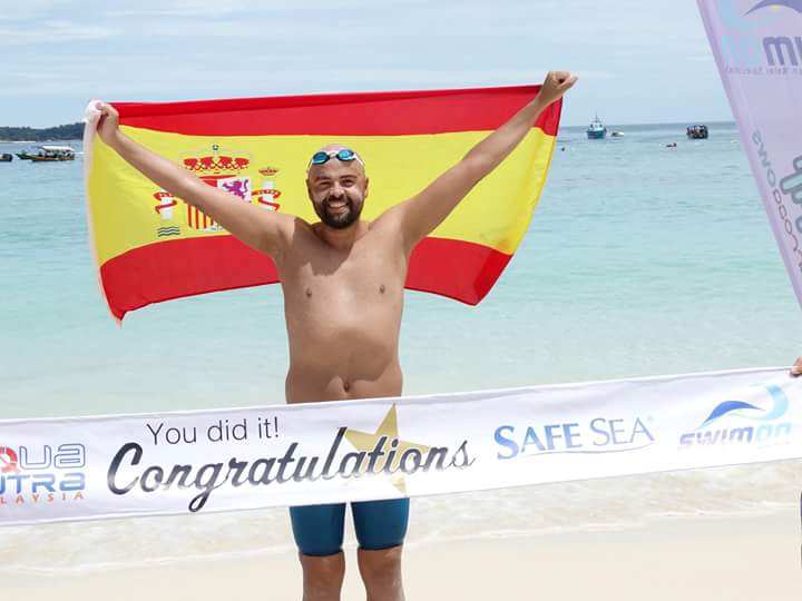 Alberto Pérez, del CN Máster Torrijos, gana la Perhentian Island Marathon Swim, en Malasia